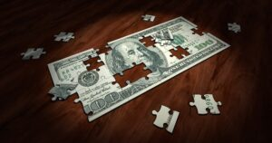 Distinguish between dissolution and bankruptcy 1