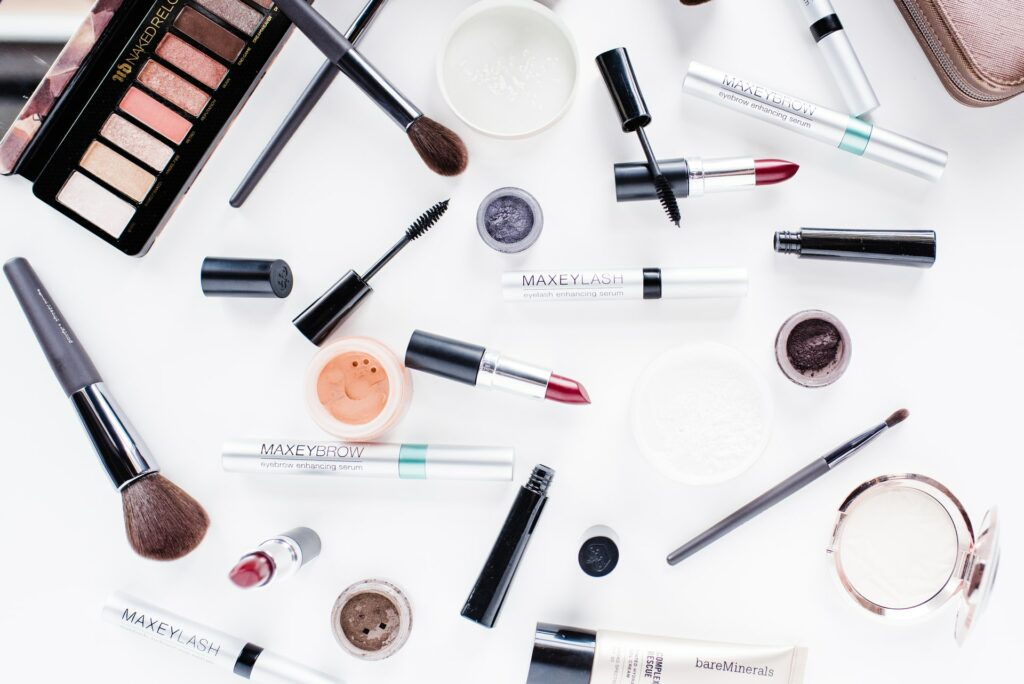 Trading of Imported Cosmetics in Vietnam - Newest 2021